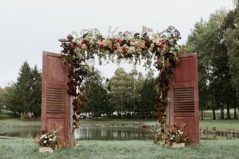 arche cérémonie mariage automne rose david austin alsace