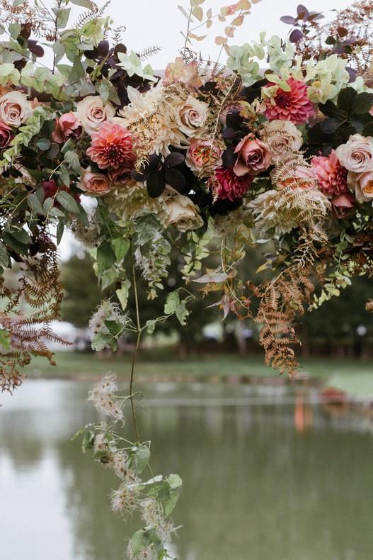 arche-cérémonie mariage automne rose david austin alsace