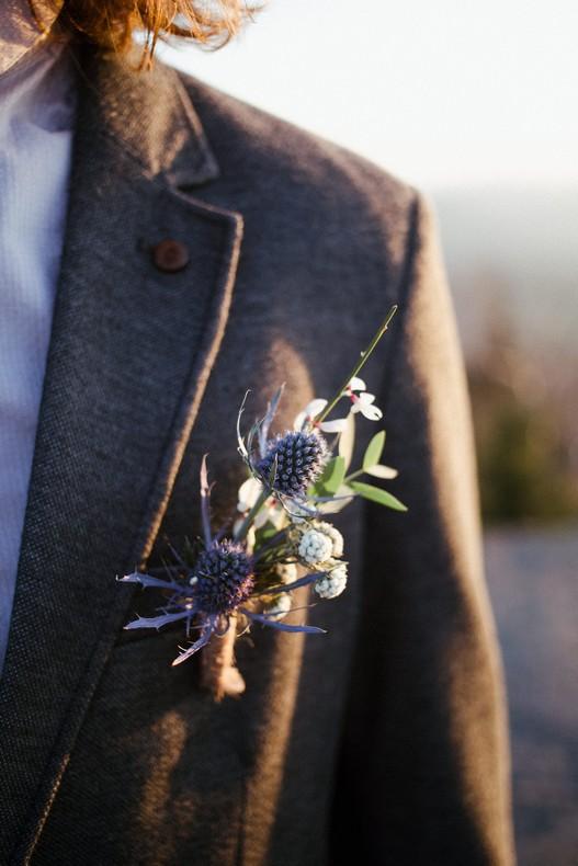 boutonniere groom mariage alsace chardon bleu gris capucine atelier floral elopement