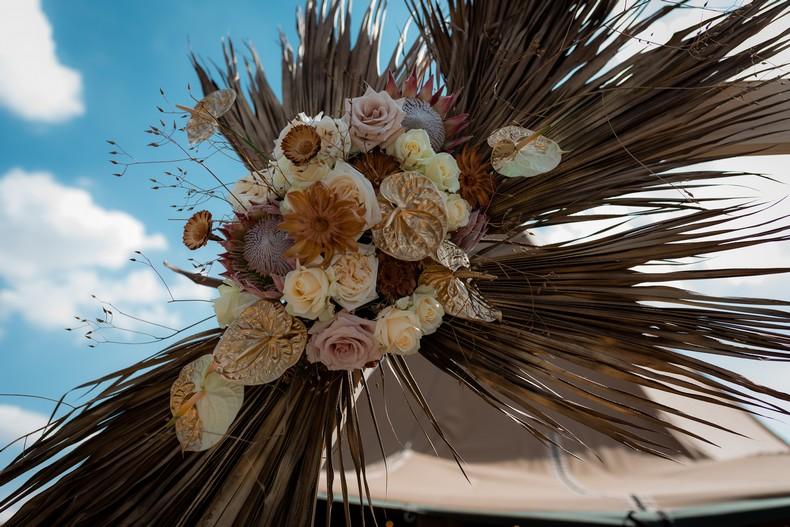 palme sechee protea arche ceremonie anthurium mariage strasbourg fleuriste