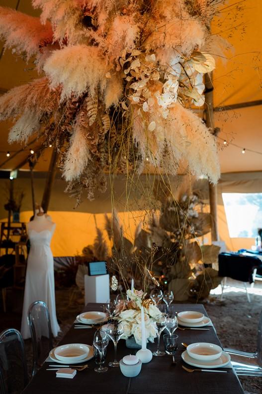 suspension florale mariage minimaliste kinfolk herbe de pampa