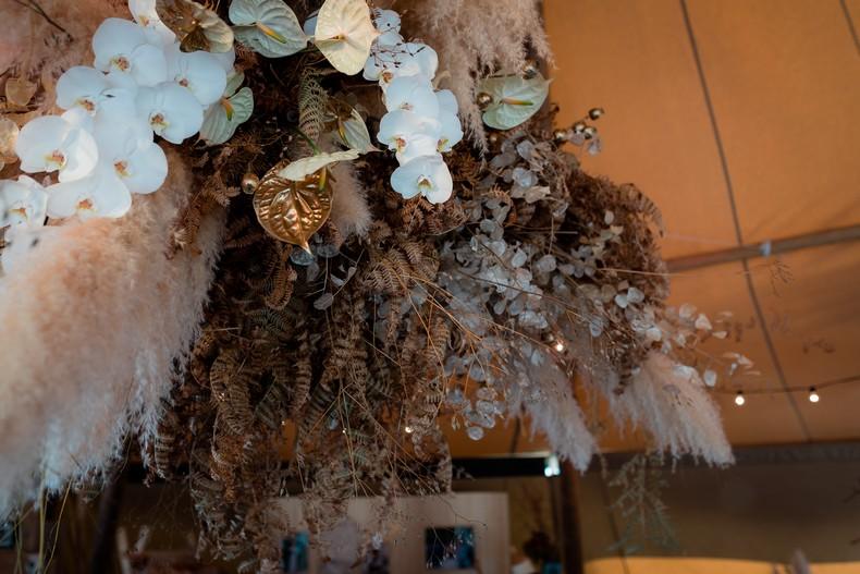 suspension florale mariage orchidee alsace anthurium herbe de pampa