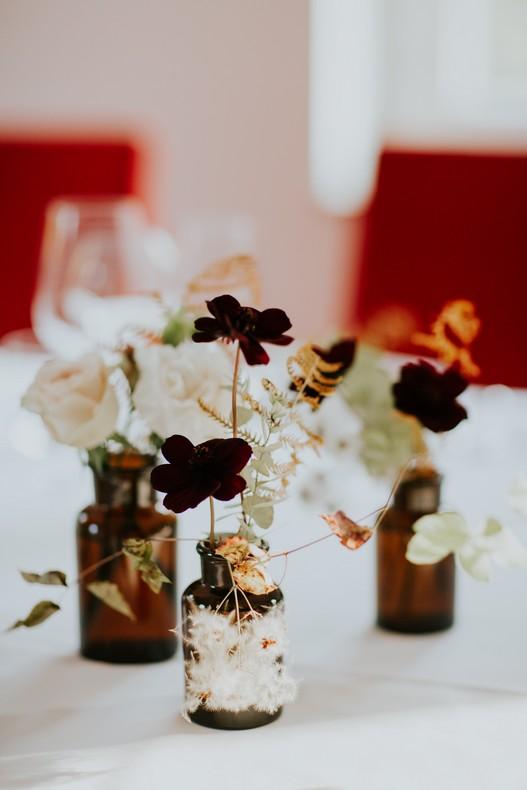 bouteille ambrée fleurie couleur automnale fleuriste alsace