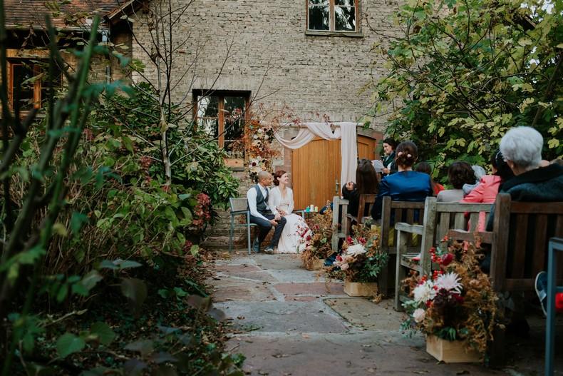 cérémonie au jardin couple mariage alsace fleuriste