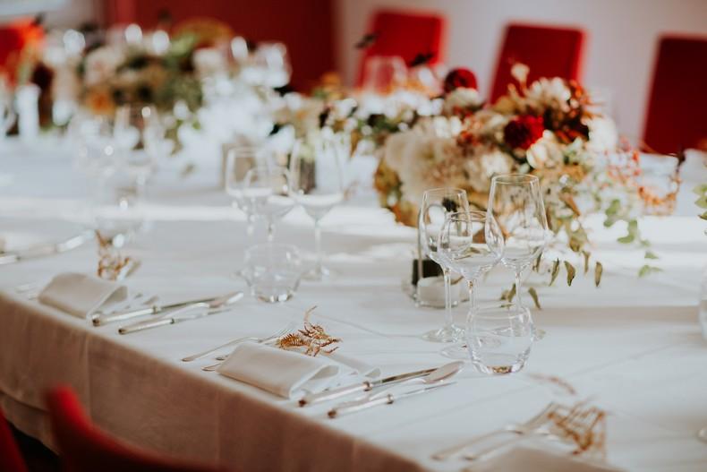 composition florale mariage couleur automnale fleuriste wedding design restaurant gastronomique