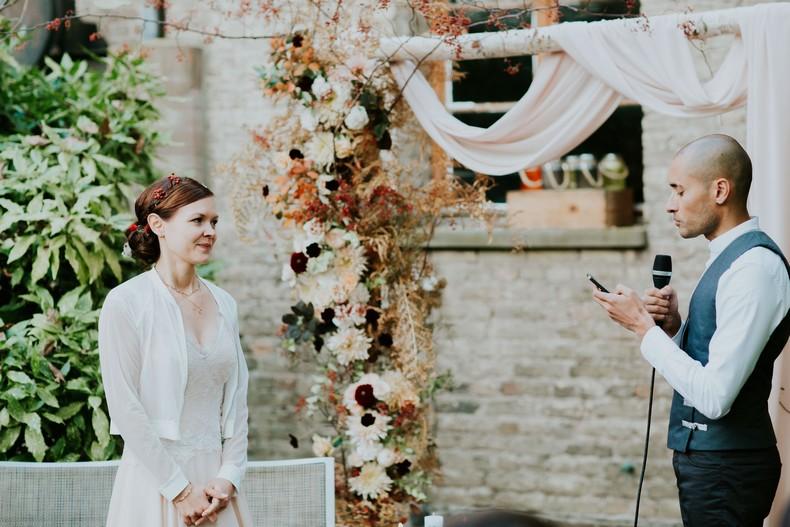 mariée arche cérémonie alsace fleuriste mariage
