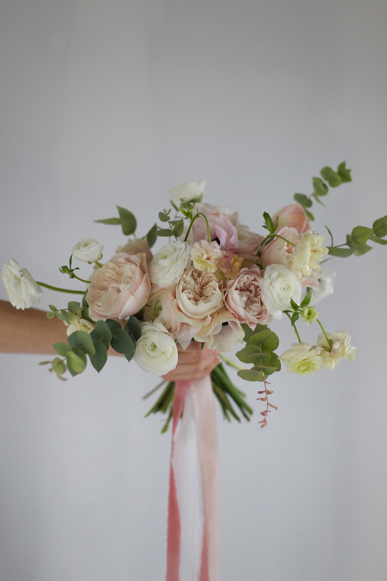 Bouquet de mariée naturel et libre rose pastel