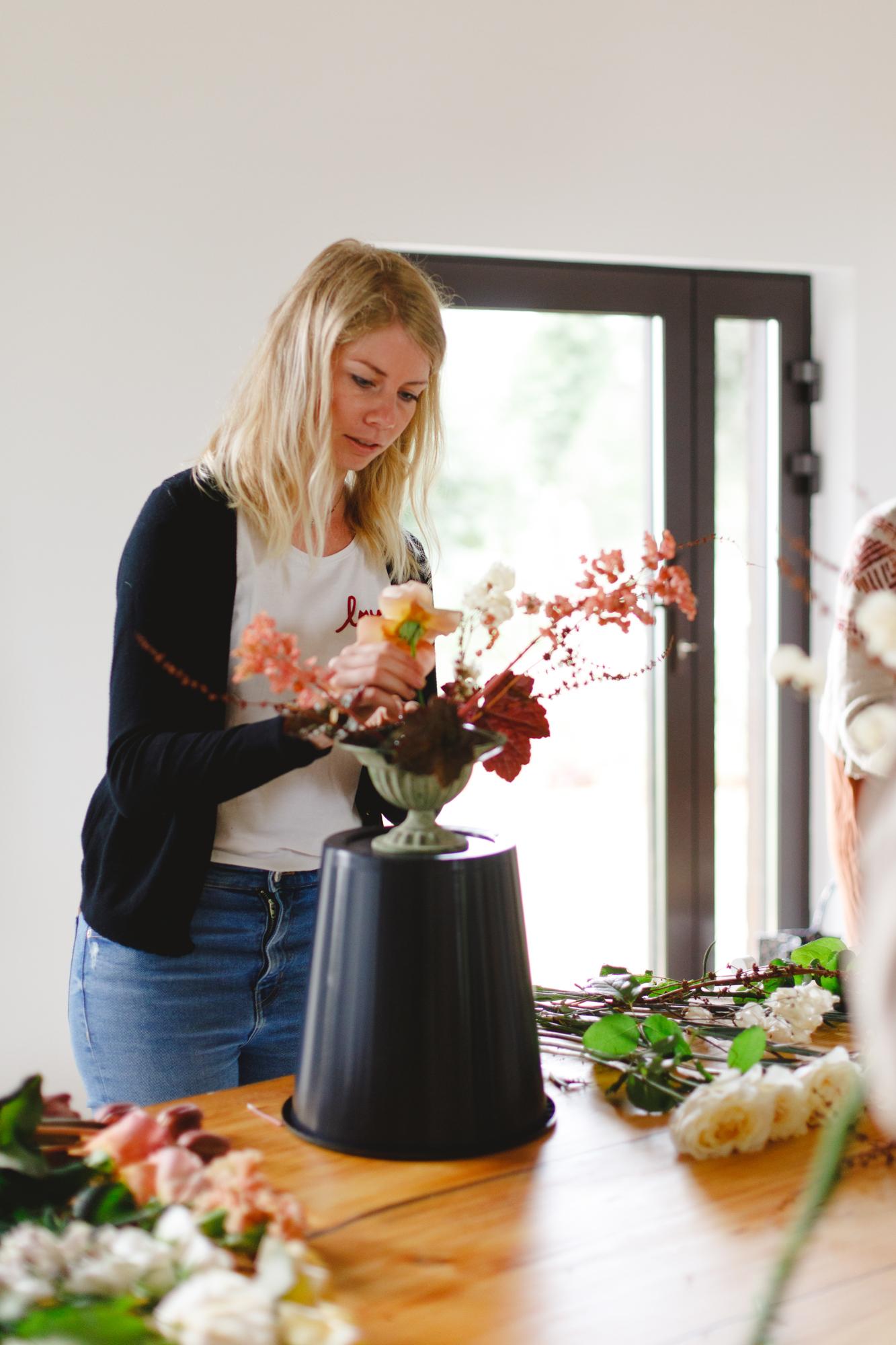 stage fleuriste composition florale capucine atelier floral
